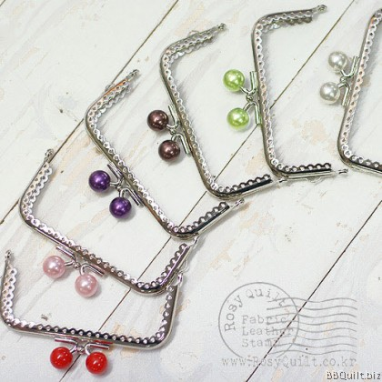 10.5cm Silver Lace Edge Rectangular Purse Frame with Color Beads